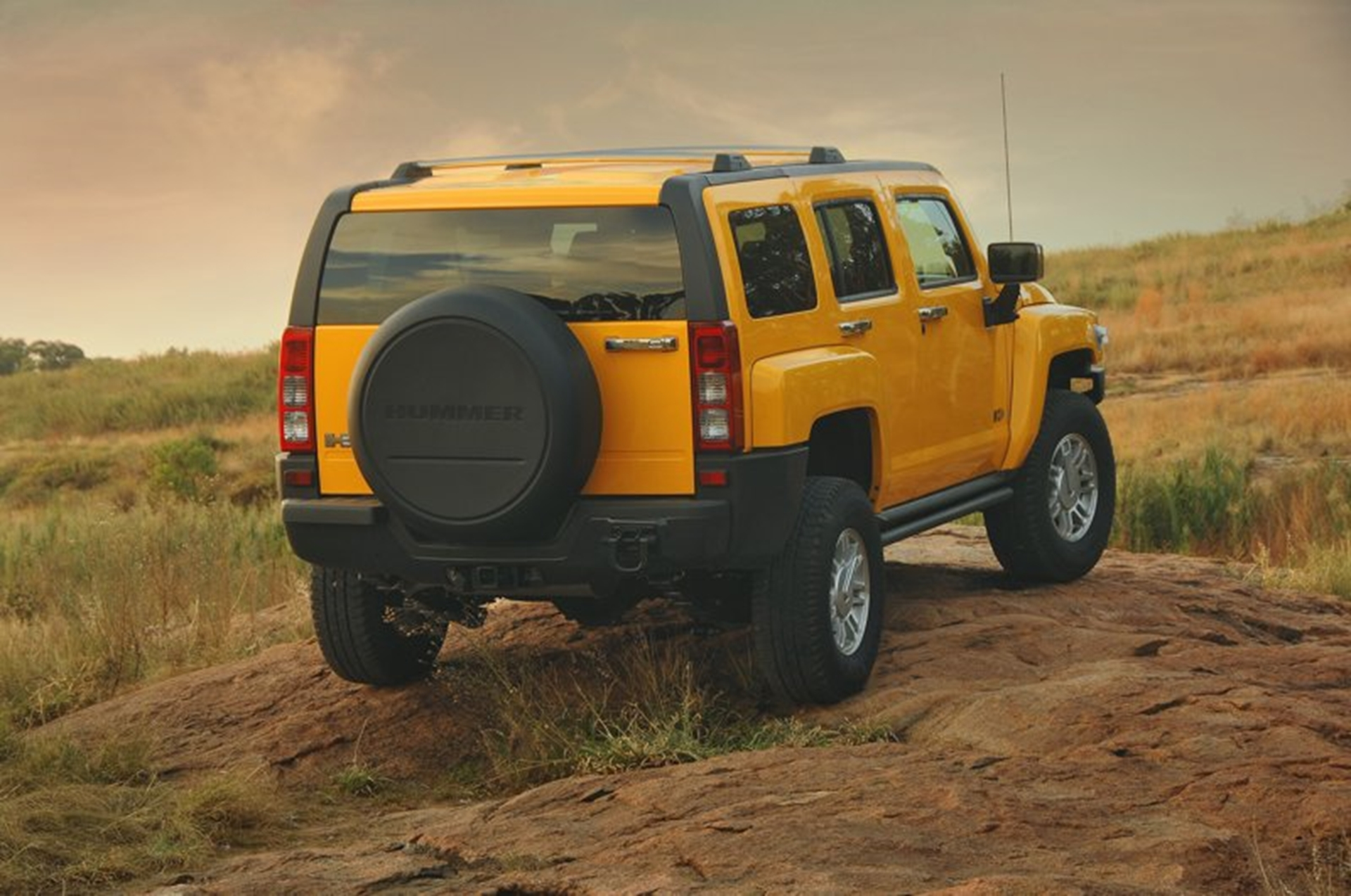 Hummer H3 Rear View