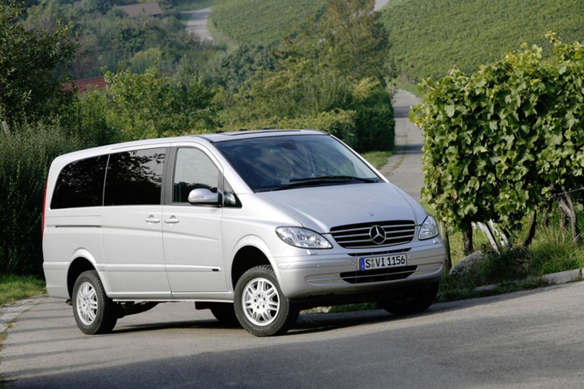 Mercedes benz commercial vehicles star at johannesburg for Mercedes benz commercial