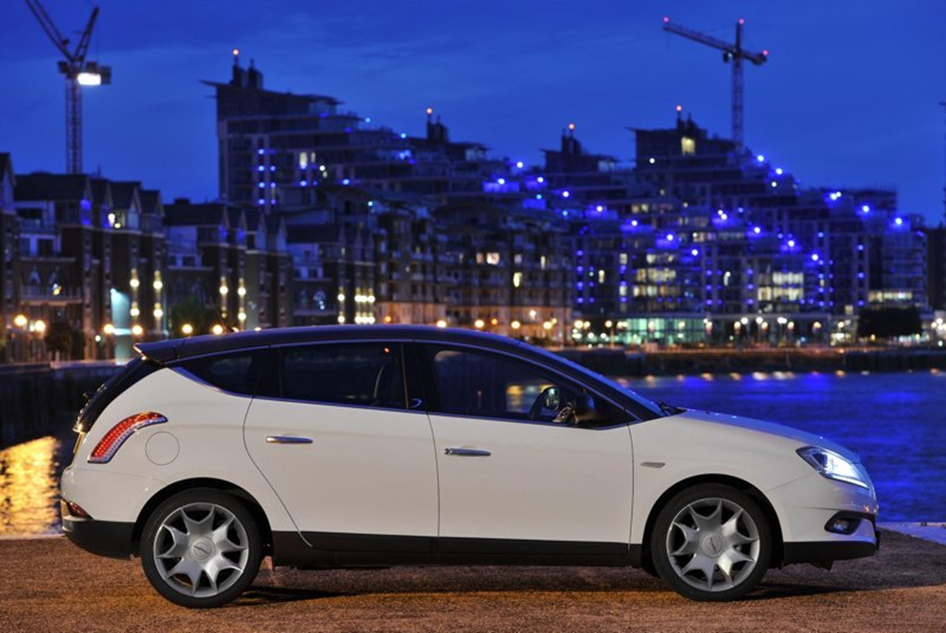 Chrysler Delta 2011 City View