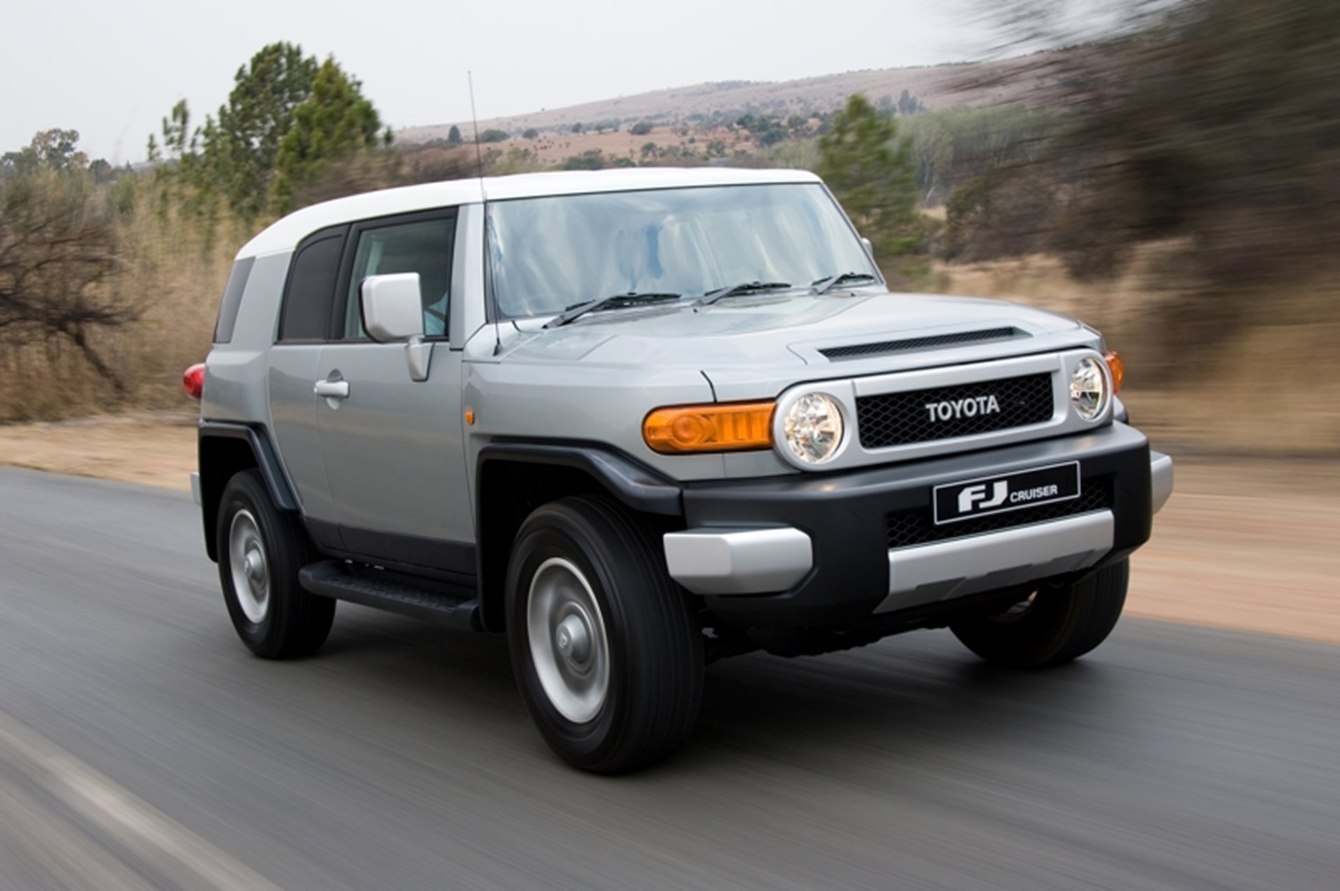 FJ Cruiser 2011 on the road