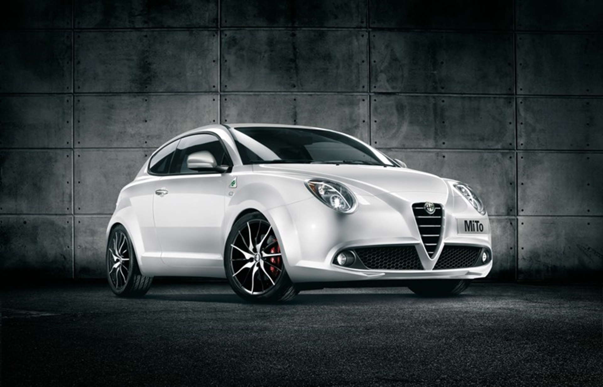 alfa romeo mito gears up for 2012. Black Bedroom Furniture Sets. Home Design Ideas