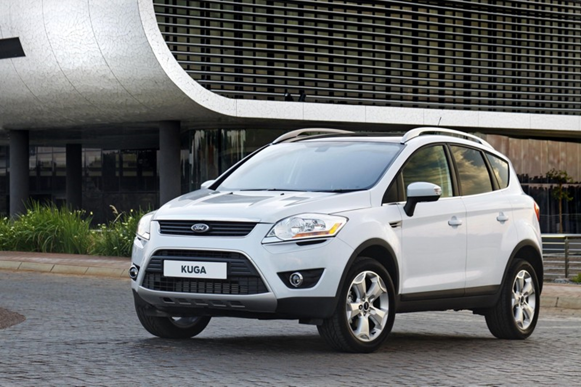 Ford Kuga Side Front View