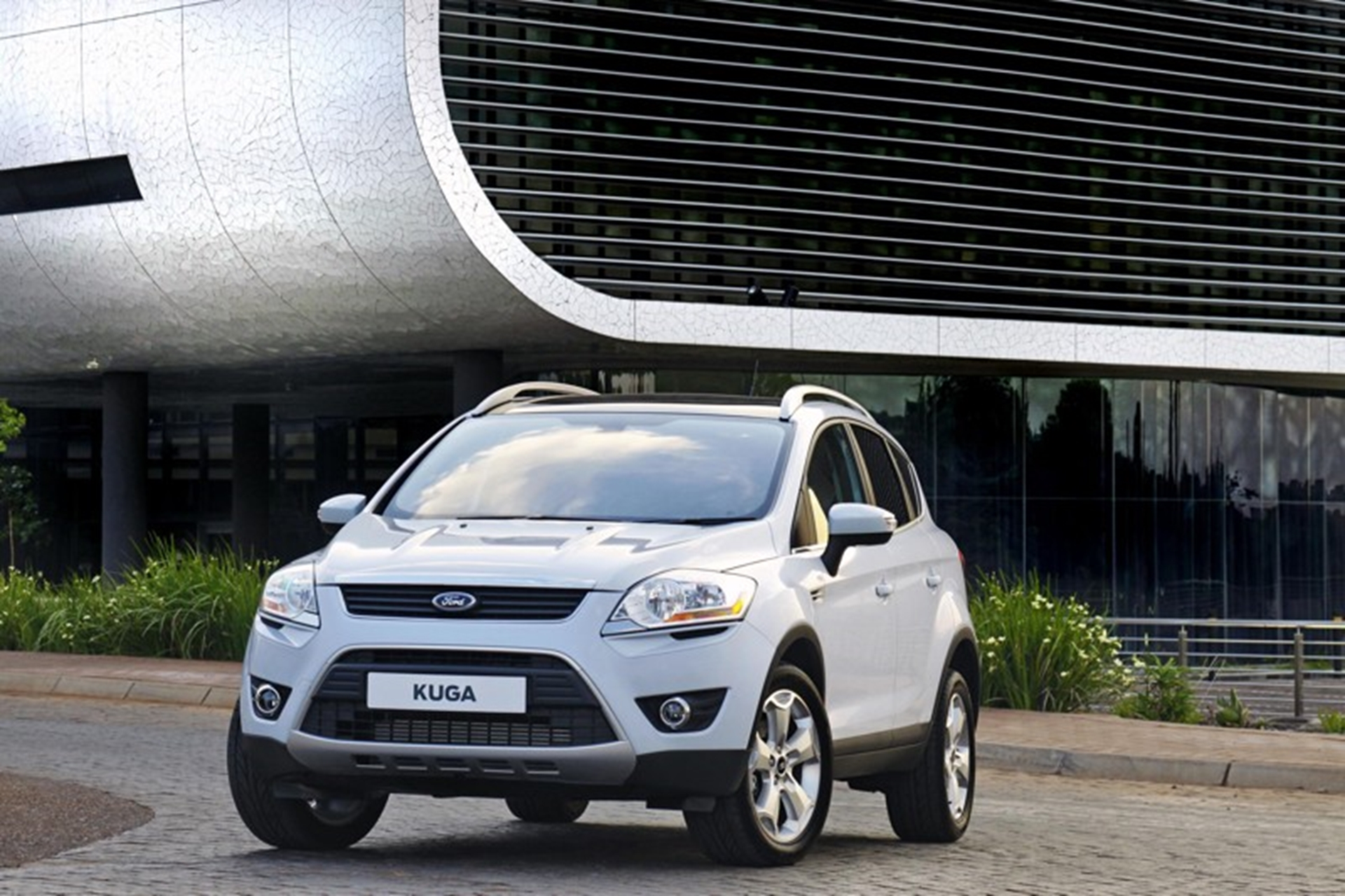 Ford Kuga Side Front