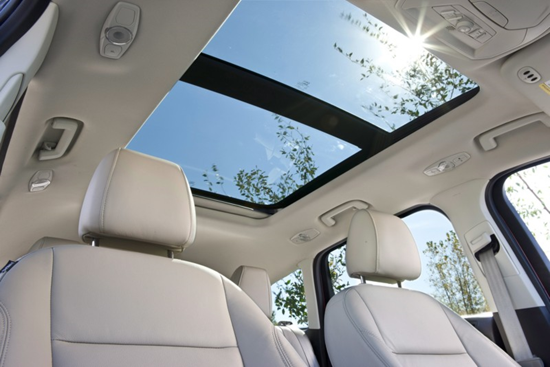 FordEscape-sunroof