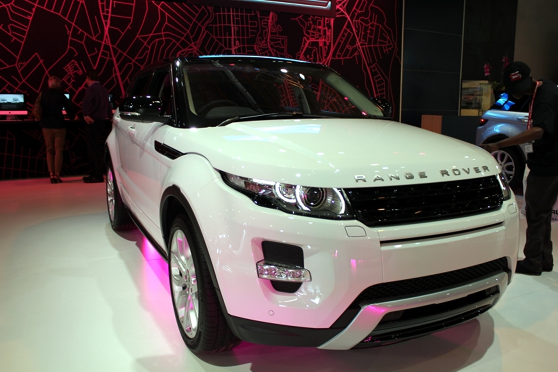 range rover evoque is bbc topgear magazine car of the year. Black Bedroom Furniture Sets. Home Design Ideas