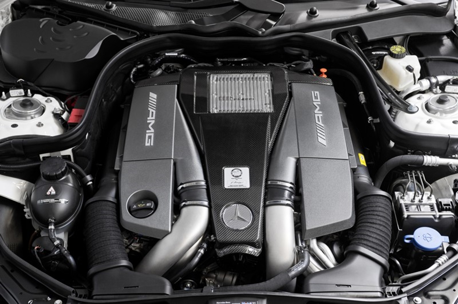 Mercedes Benz E63 AMG Engine