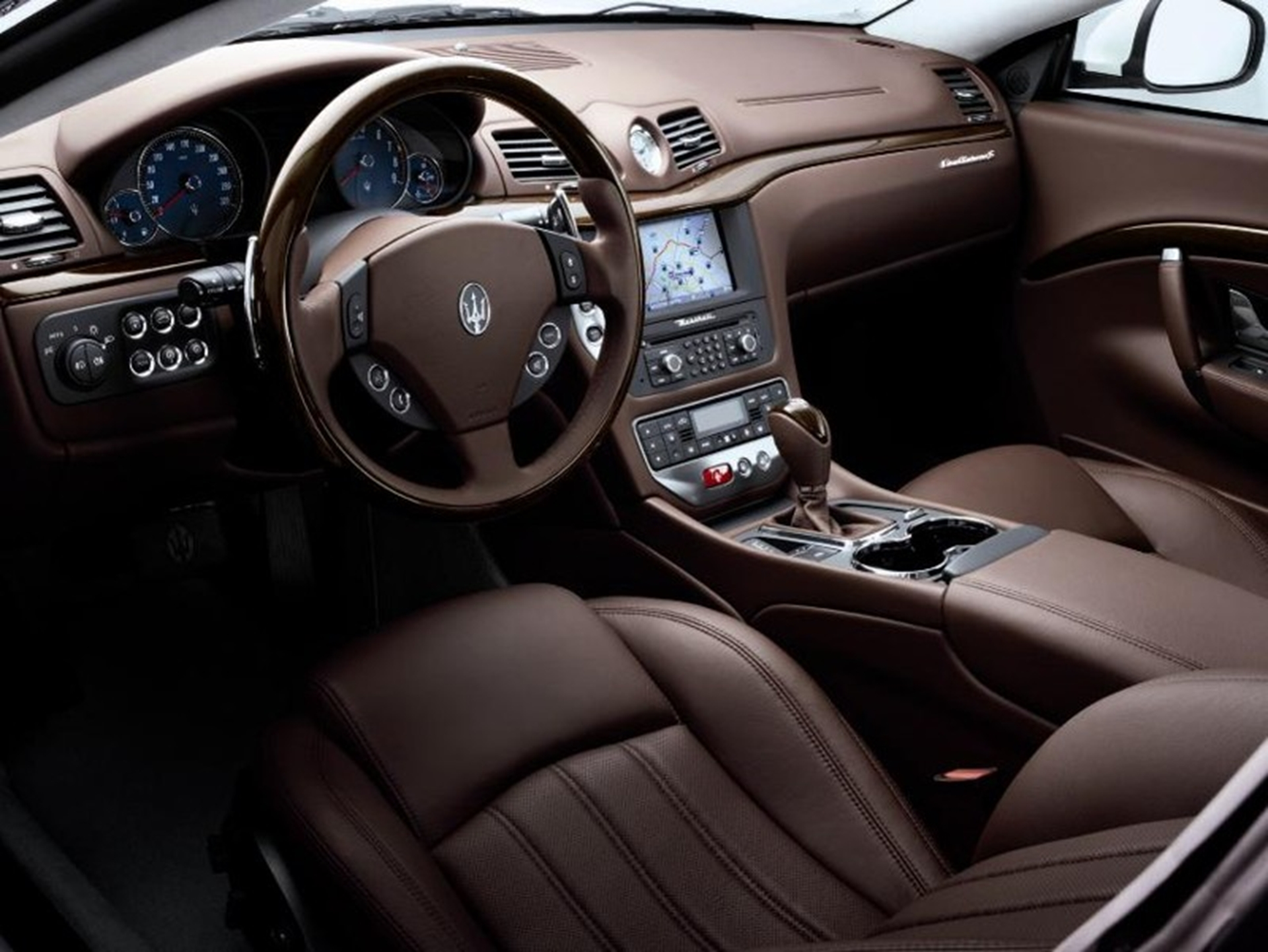 maserati-inside-leather