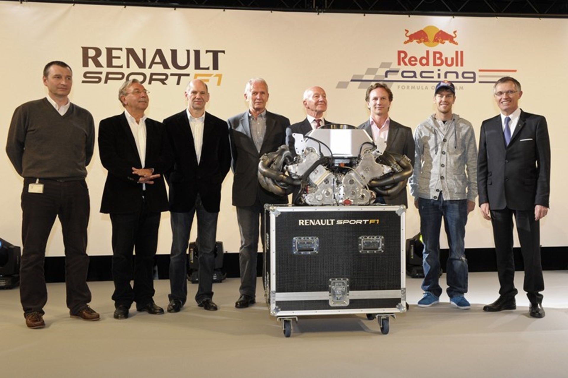 2011 fia formula one world champions thank renault. Black Bedroom Furniture Sets. Home Design Ideas