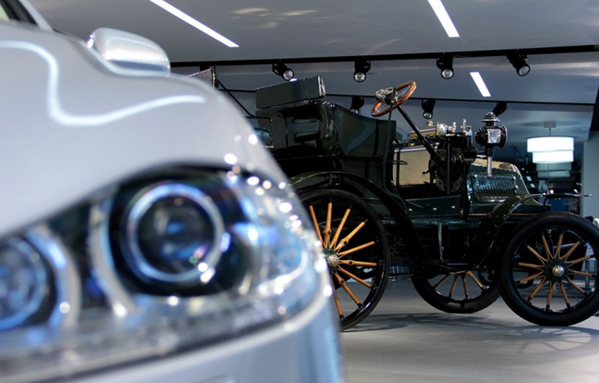 1899 Daimler and 2011 Jaguar XJ on display at SMMT headquarters