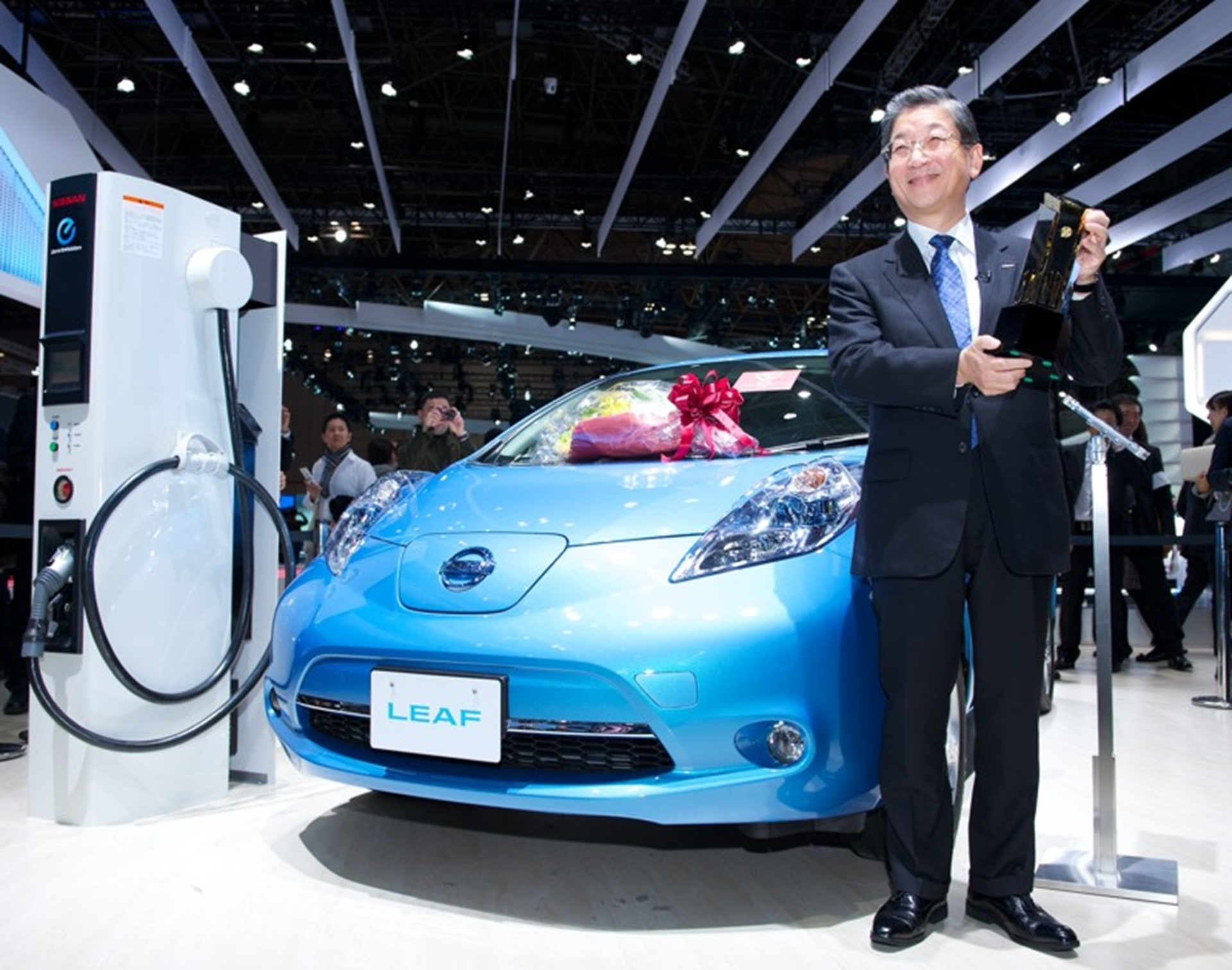 Nissan LEAF wins Japanese Car of the Year 2011-2012