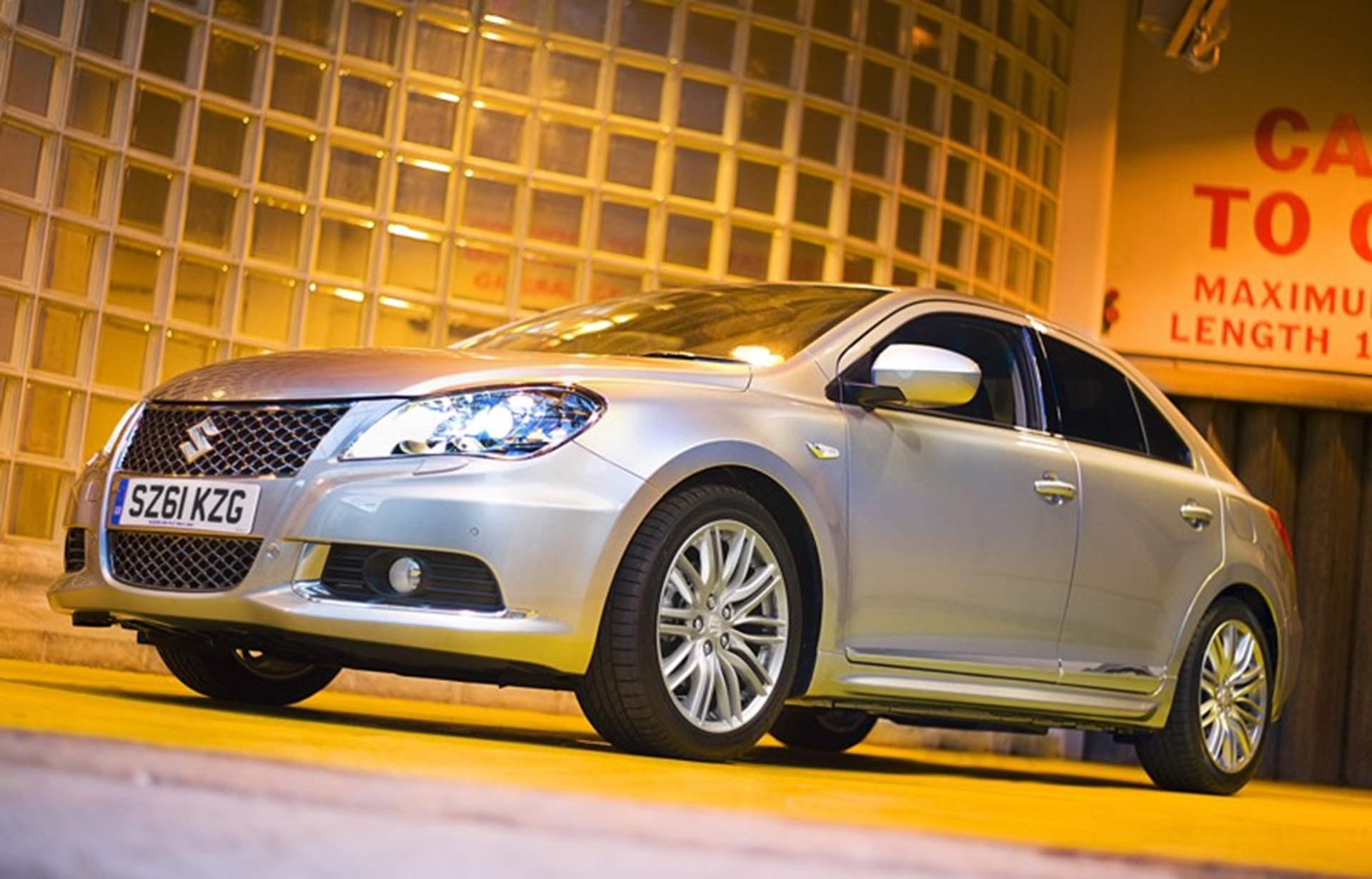Suzuki Kizashi: The new dynamic mid-sized saloon from SUZUKI
