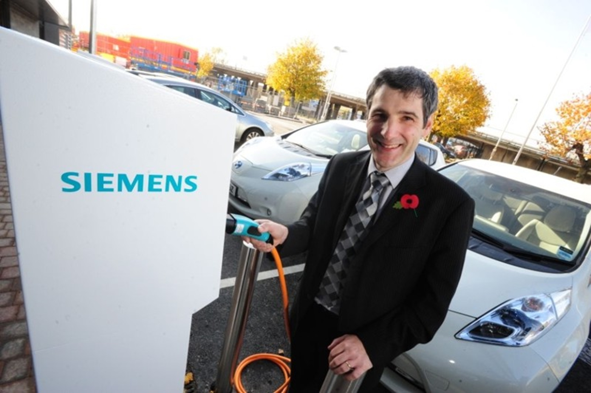 Nick Muntz MD Siemens Lincoln charging a Nissan LEAF