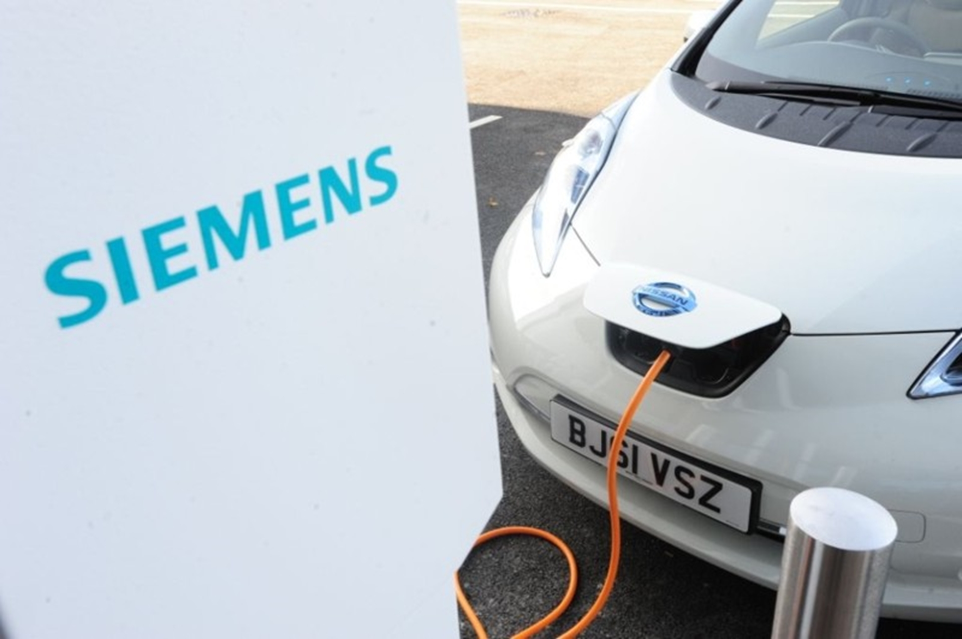 Nissan LEAF being charged at Siemens charging point