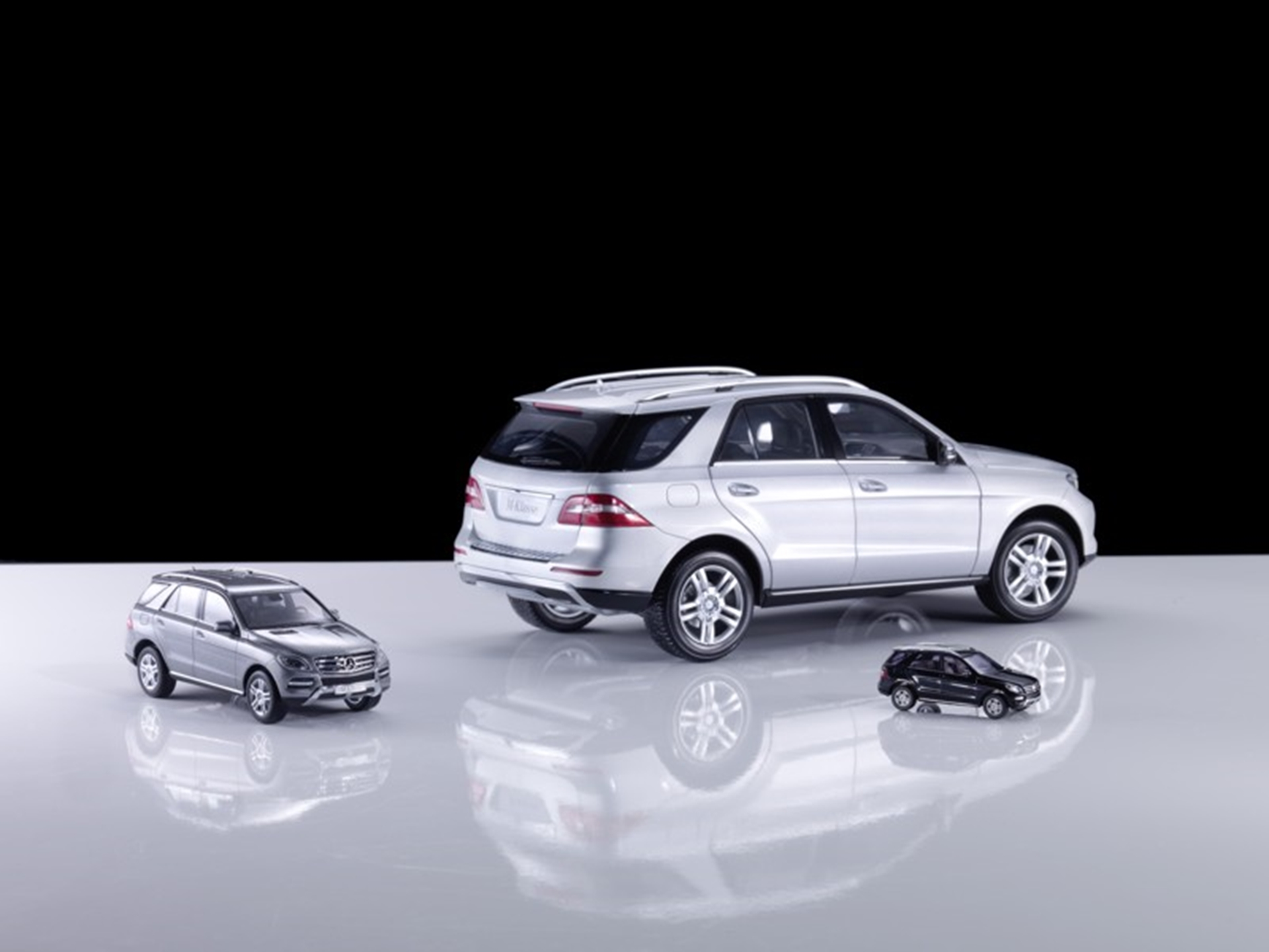 The new mercedes benz m class and b class in model form for New mercedes benz m class
