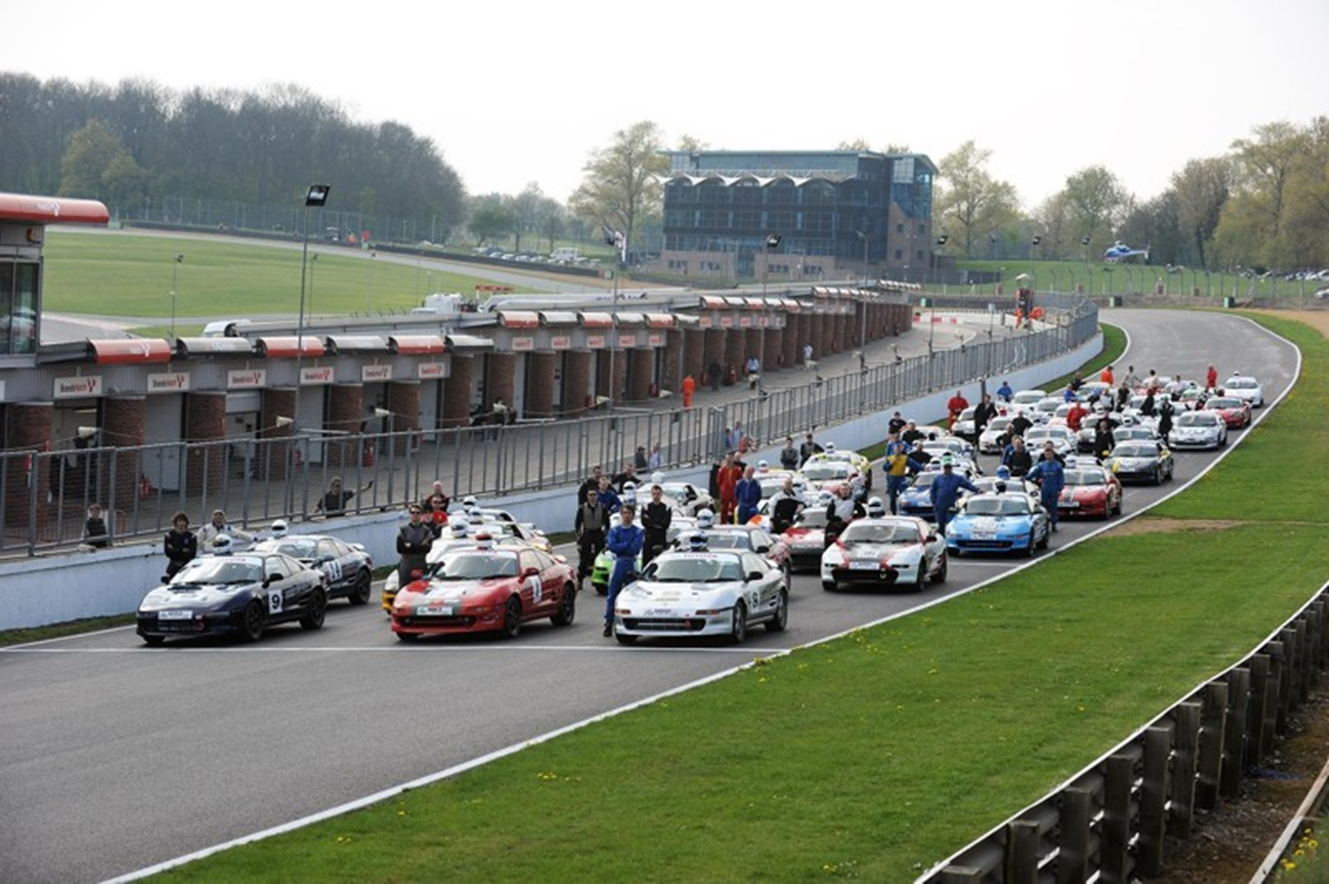 Toyota_MR2_Championship_grid_line-up