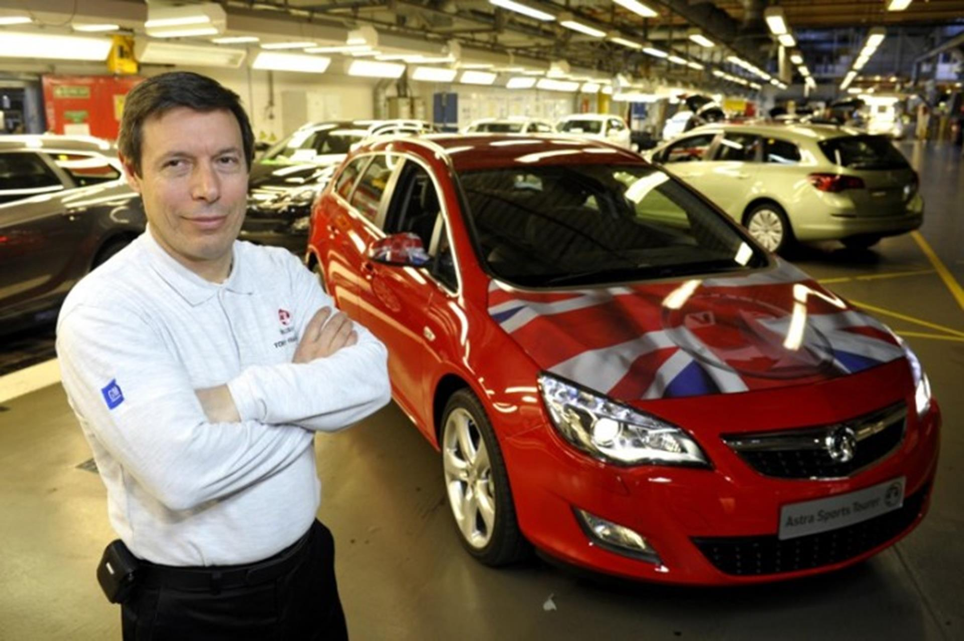 Plant Director Tony Francavilla with Astra Sports Tourer