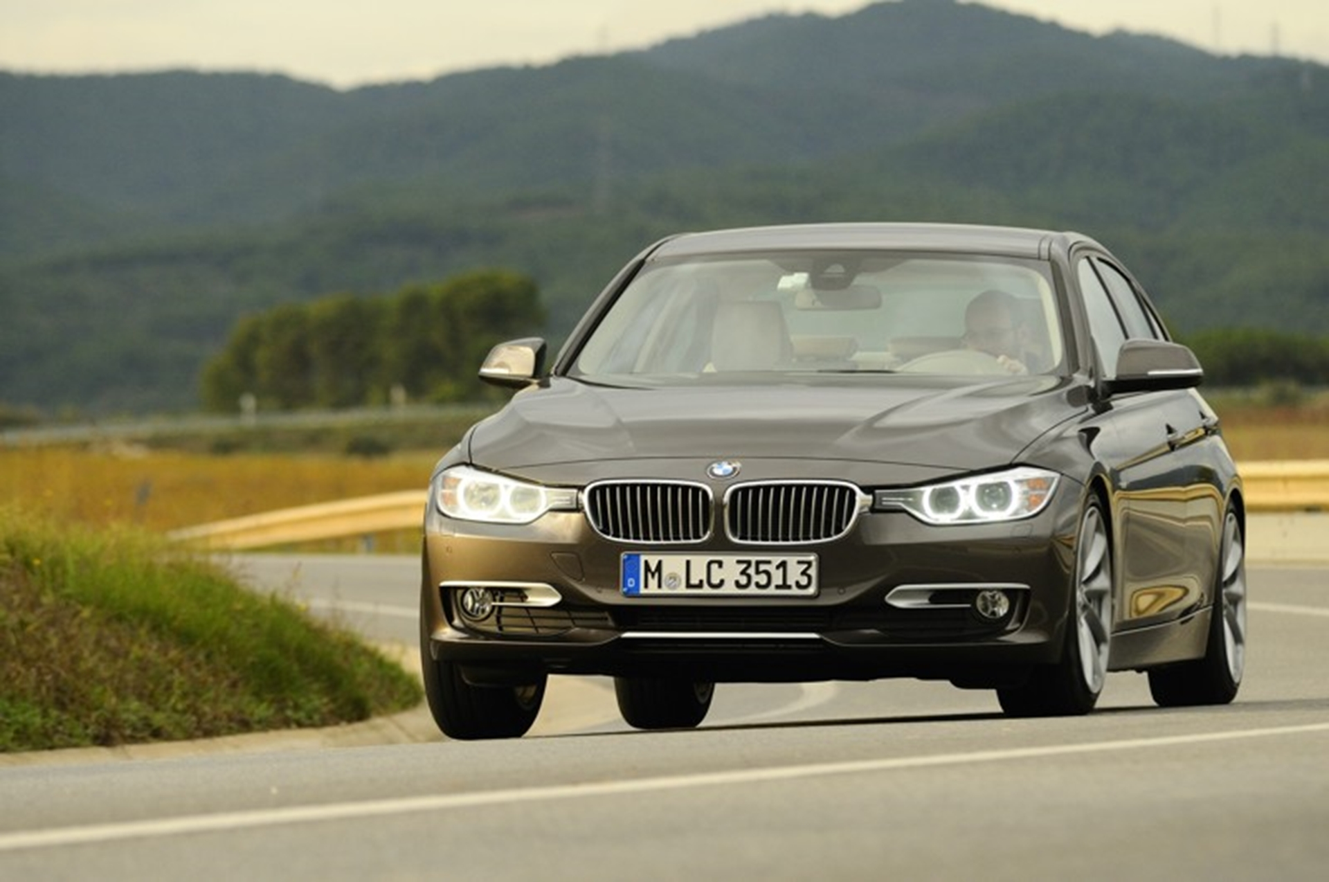BMW 3 Series makes UK show debut with Autocar
