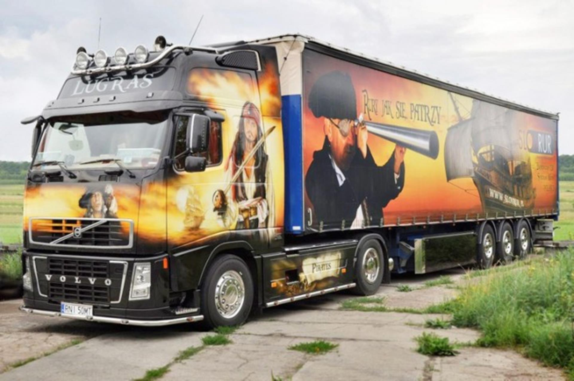 Lucian's 'Black Pearl', a Volvo FH12-460