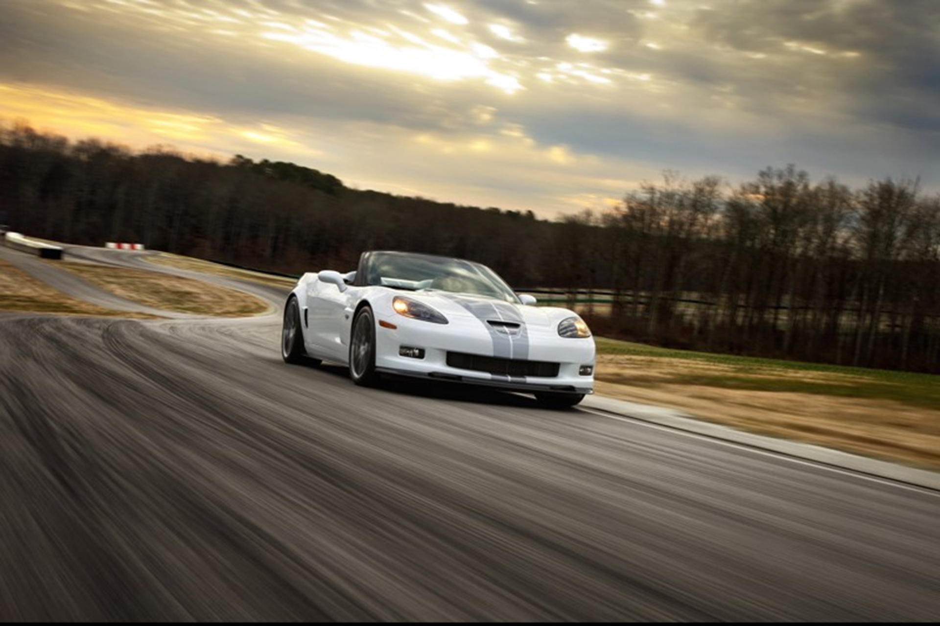 Chevrolet_Corvette_427_Convertible_driving
