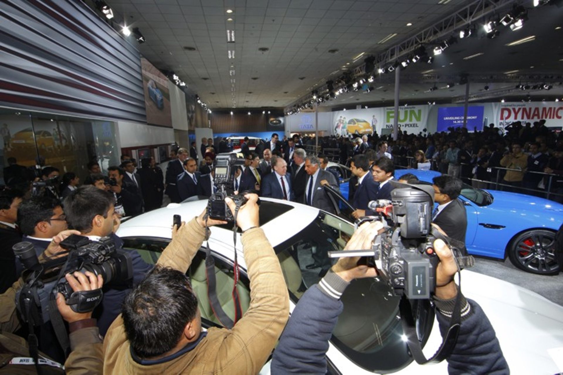 Press inundate the JLR showstand after the press conference