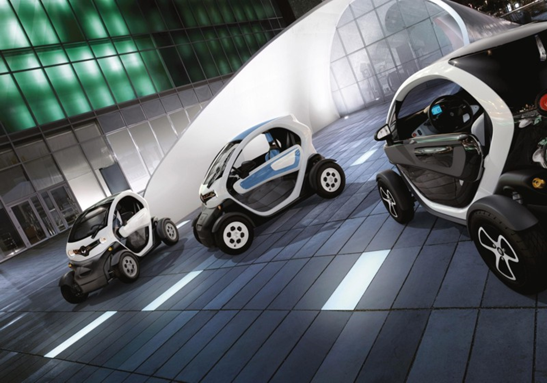 renault to give one lucky student up to 9 000 towards university tuition fees in new twizy. Black Bedroom Furniture Sets. Home Design Ideas