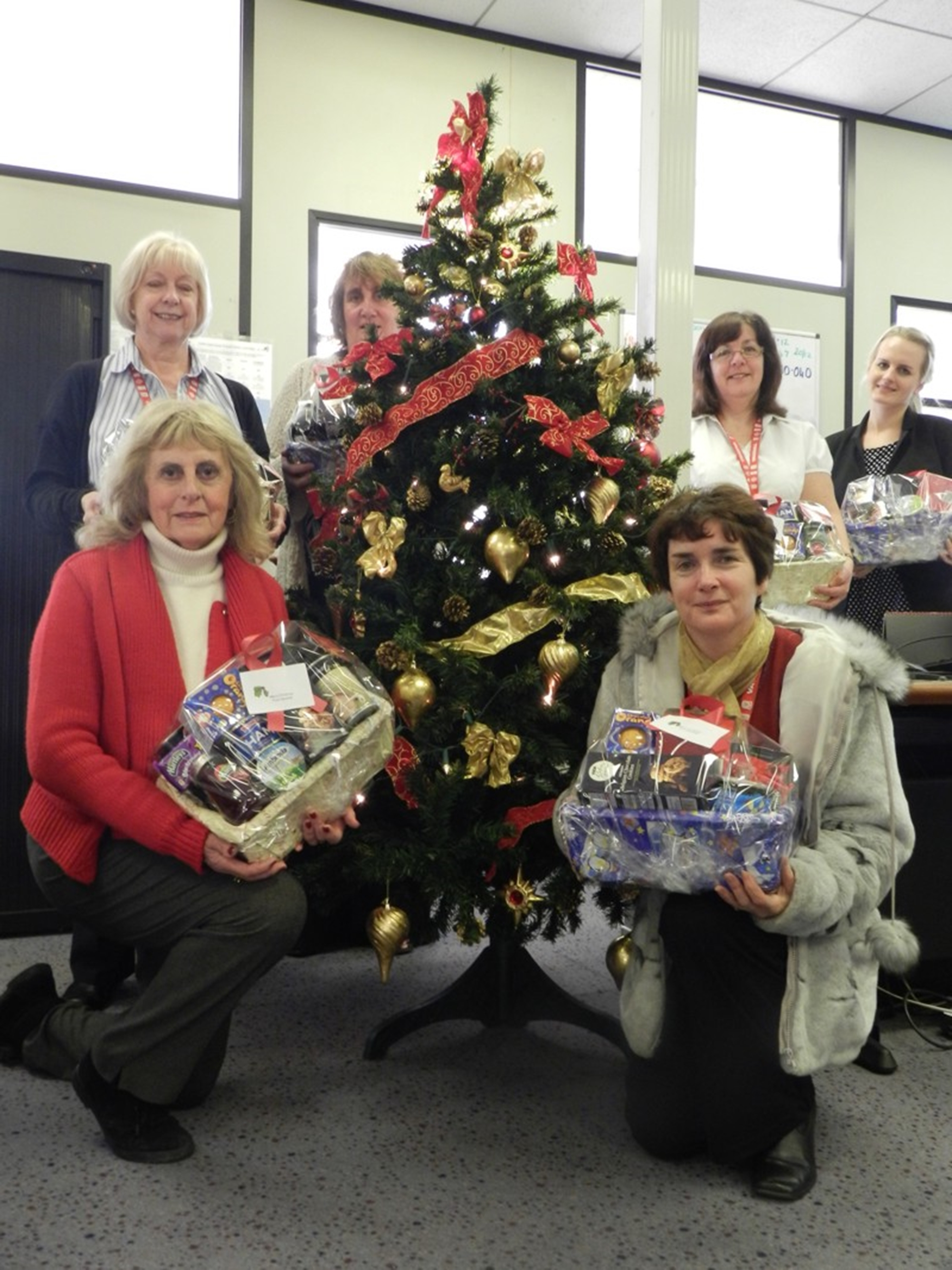 Vauxhall volunteers bring Christmas cheer