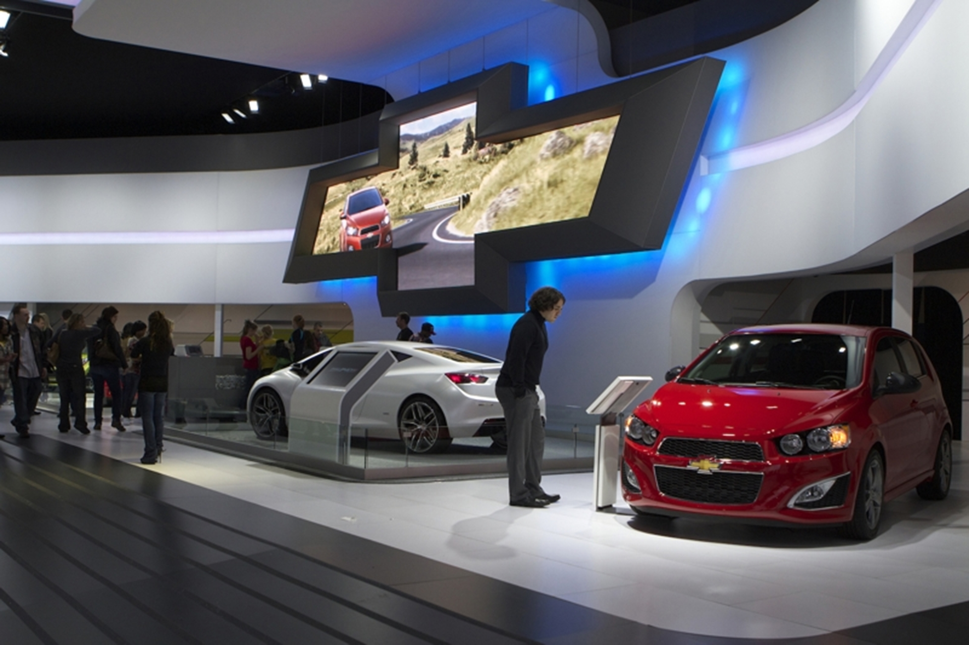 chicago auto show consumers share spotlight. Black Bedroom Furniture Sets. Home Design Ideas
