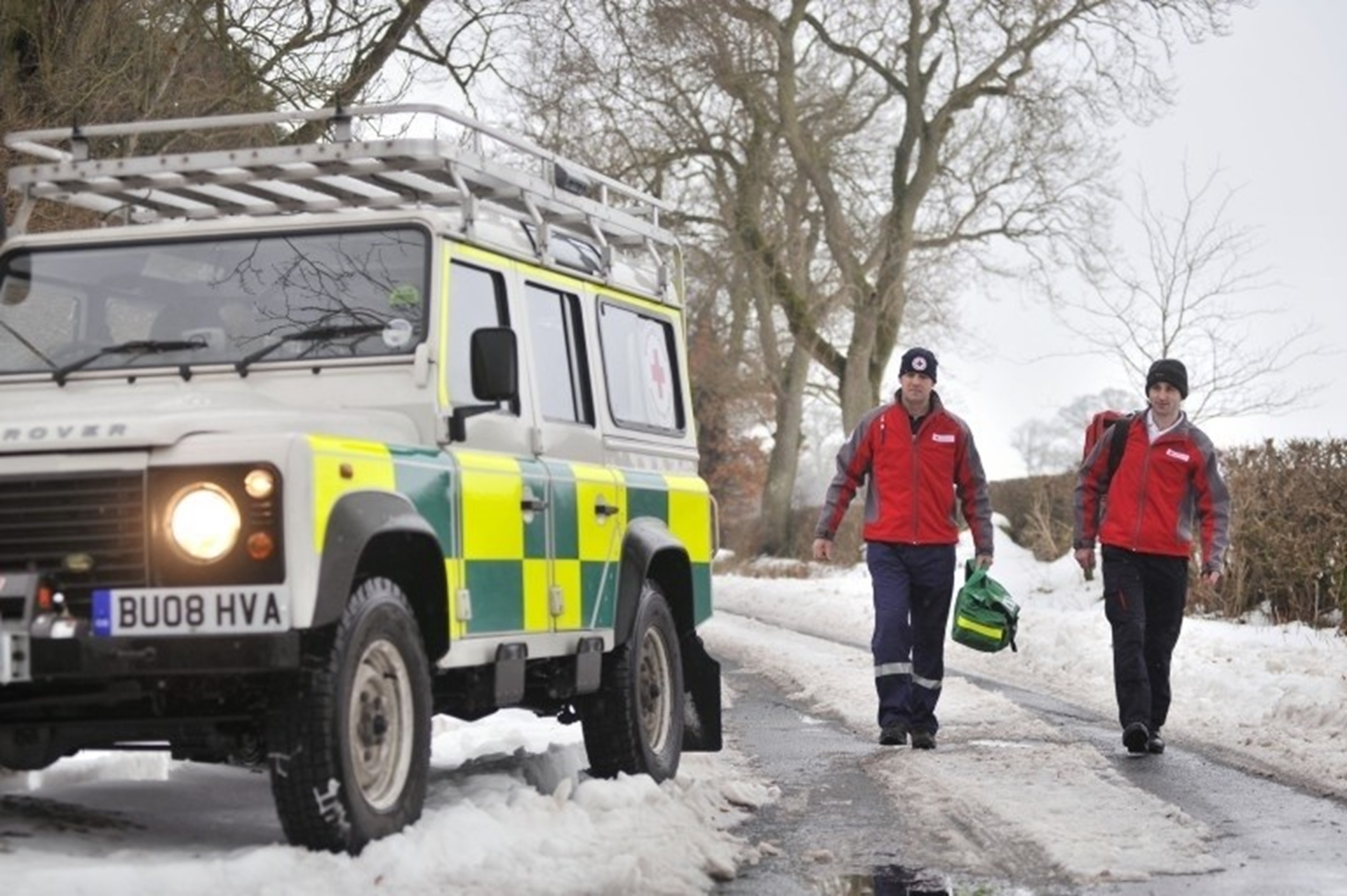 Land Rover steps in for snow patrol