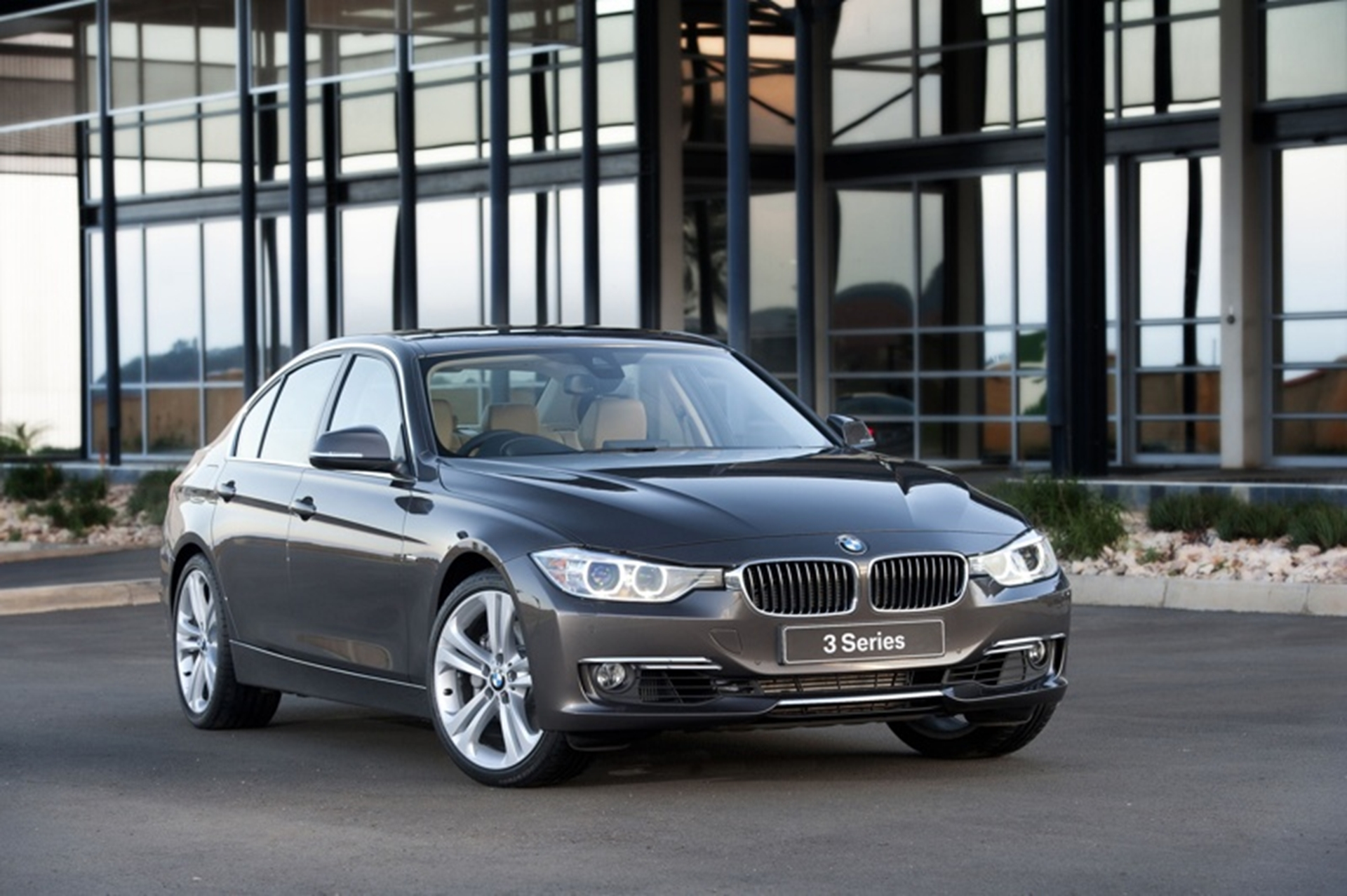 BMW 320: technical specifications and fuel consumption 93