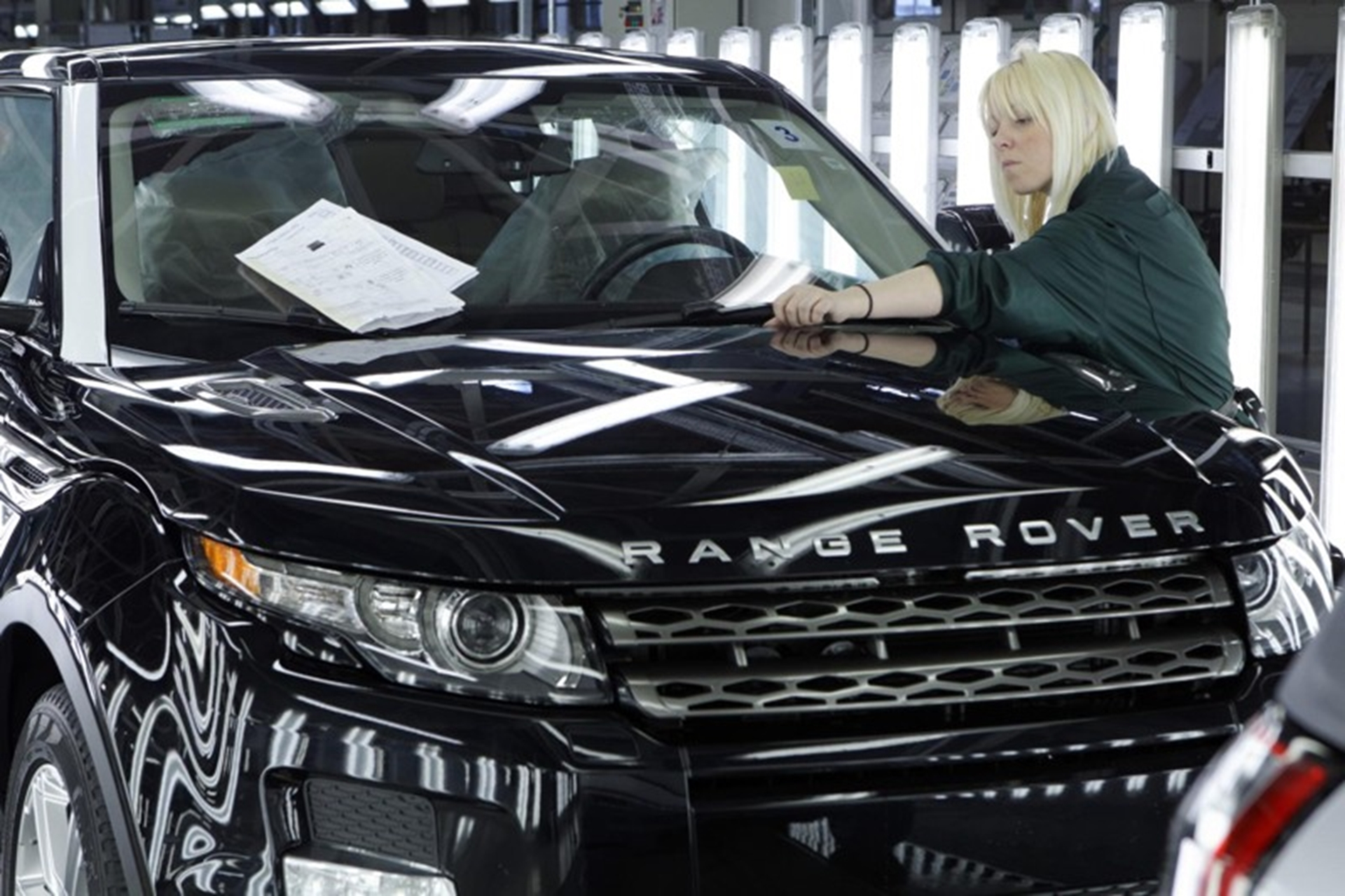 JLR creates 1000 new jobs
