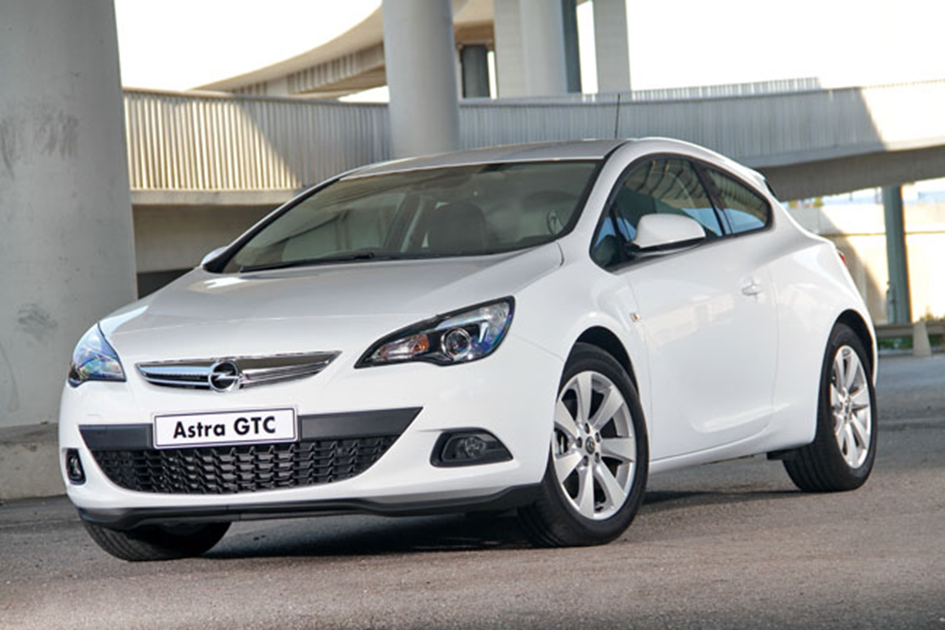 latest generation 1 4 and 1 6 turbocharged engines for opel astra gtc. Black Bedroom Furniture Sets. Home Design Ideas