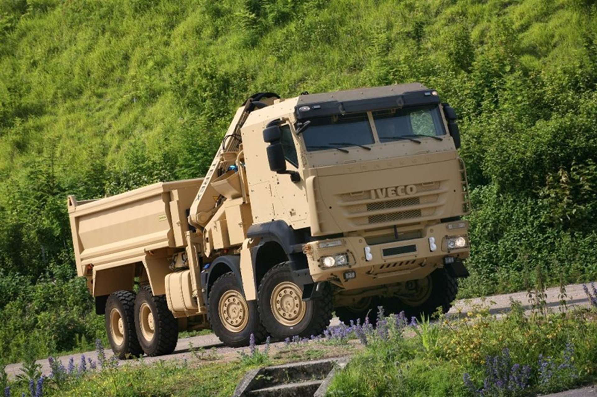 Iveco Trakker Self Loading Dump Truck without protection