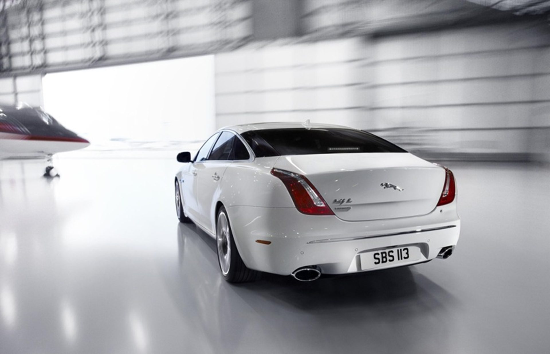 JAGUAR XJ ULTIMATE 2012 rear