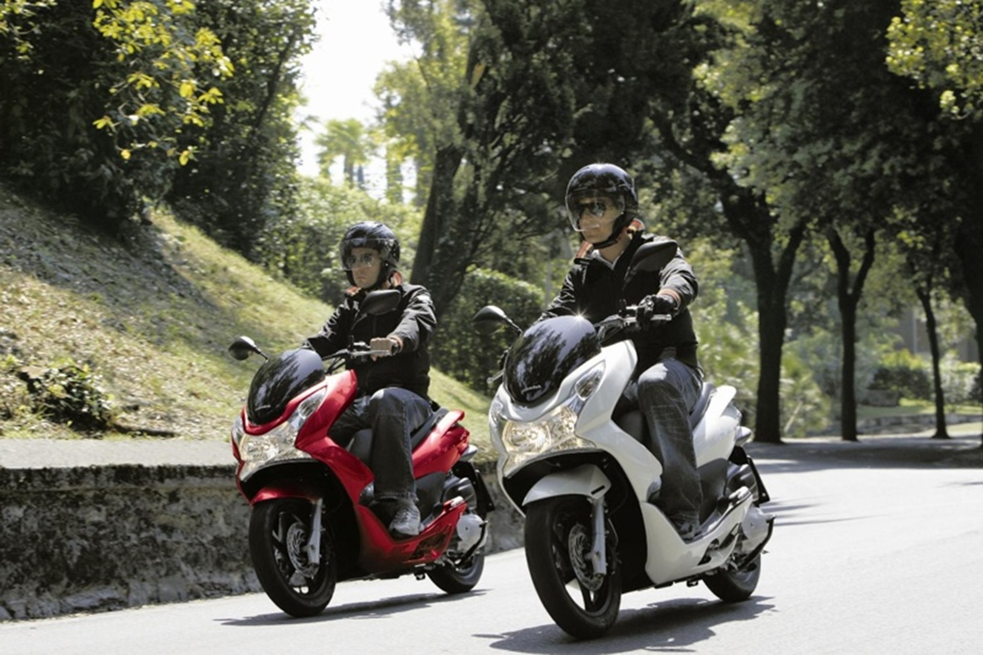 Honda Uk Offers Miles More With Pcx125 And Cbf125