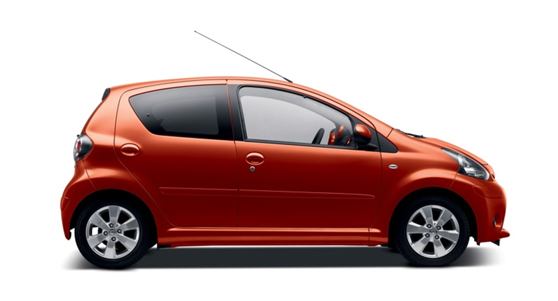 Red front entry door - Toyota Aygo Plays The Wild Card With A Red Hot New Contender