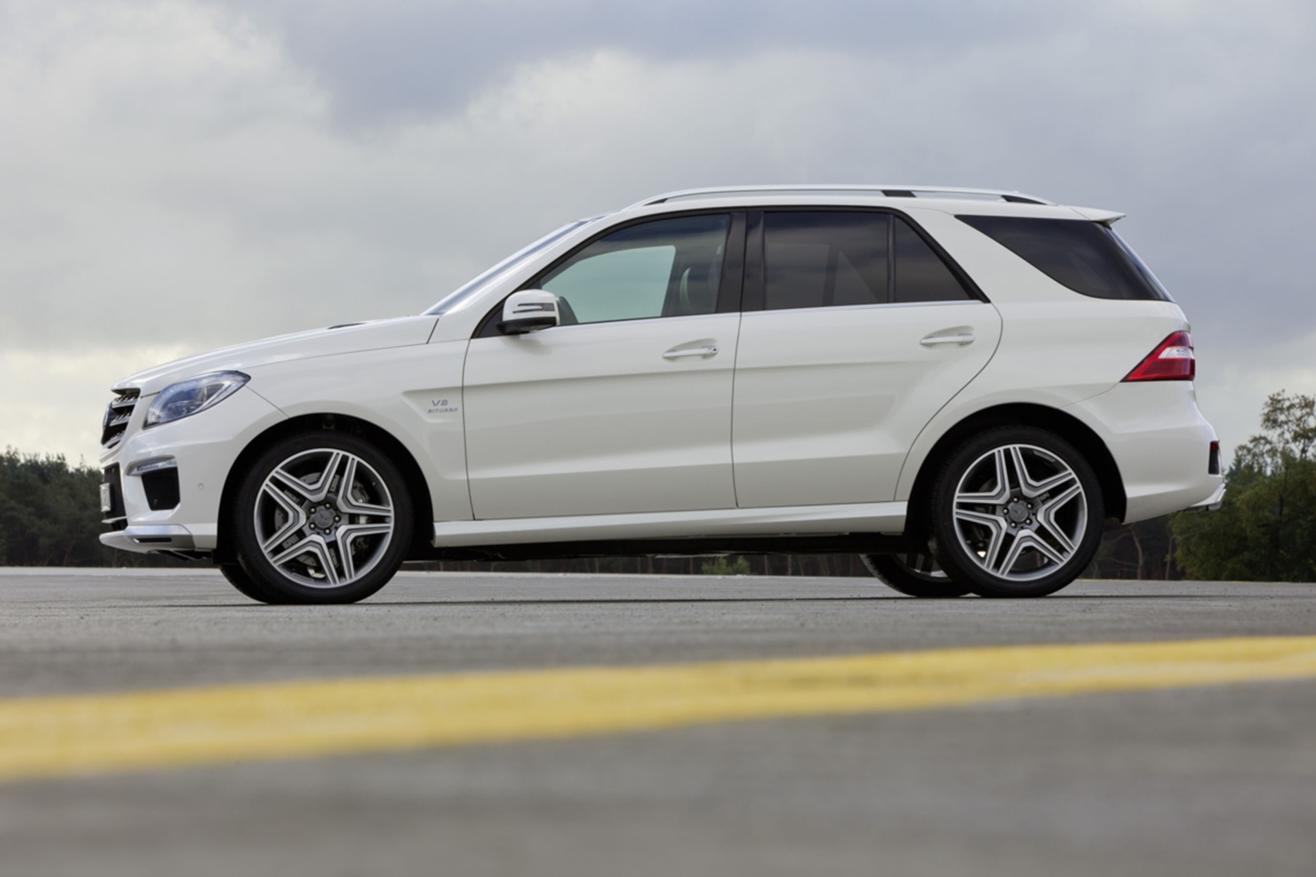 Mercedes benz ml 63 amg safety model range prices for Mercedes benz average price