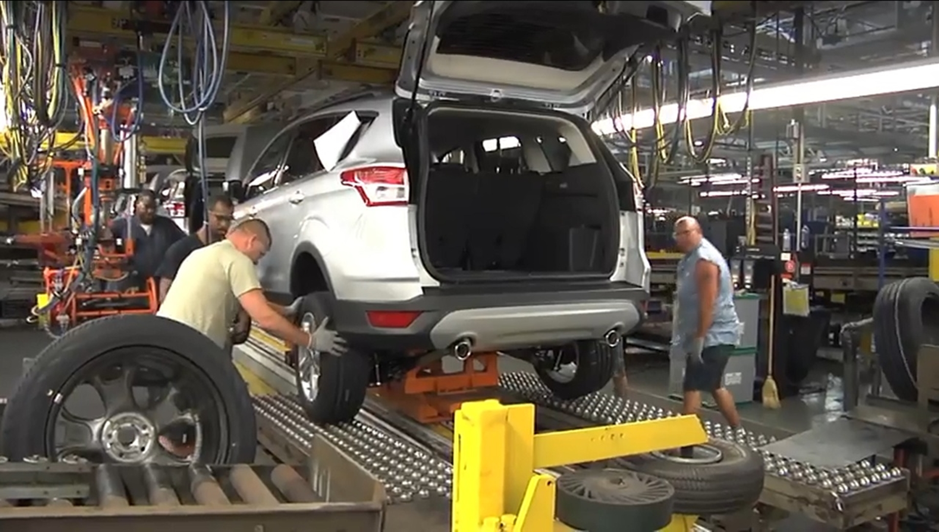 Ford Louisville Ky >> Ford Celebrates Fuel Efficient Escape Launch Additional