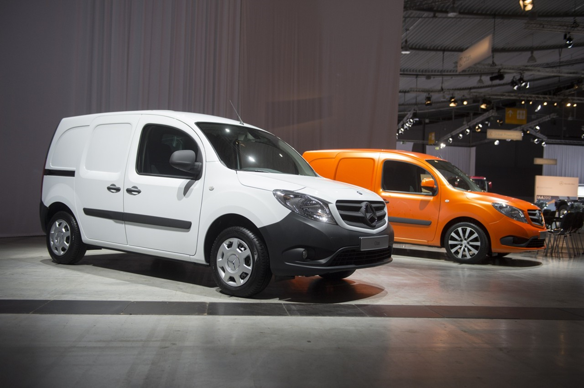 the new mercedes benz citan the pro among urban delivery vans. Black Bedroom Furniture Sets. Home Design Ideas