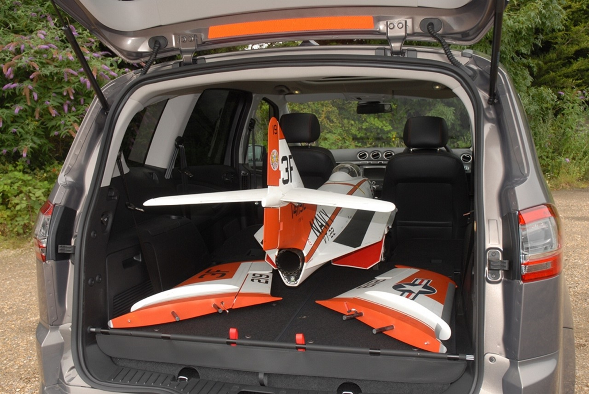 FORD S MAX Airplane