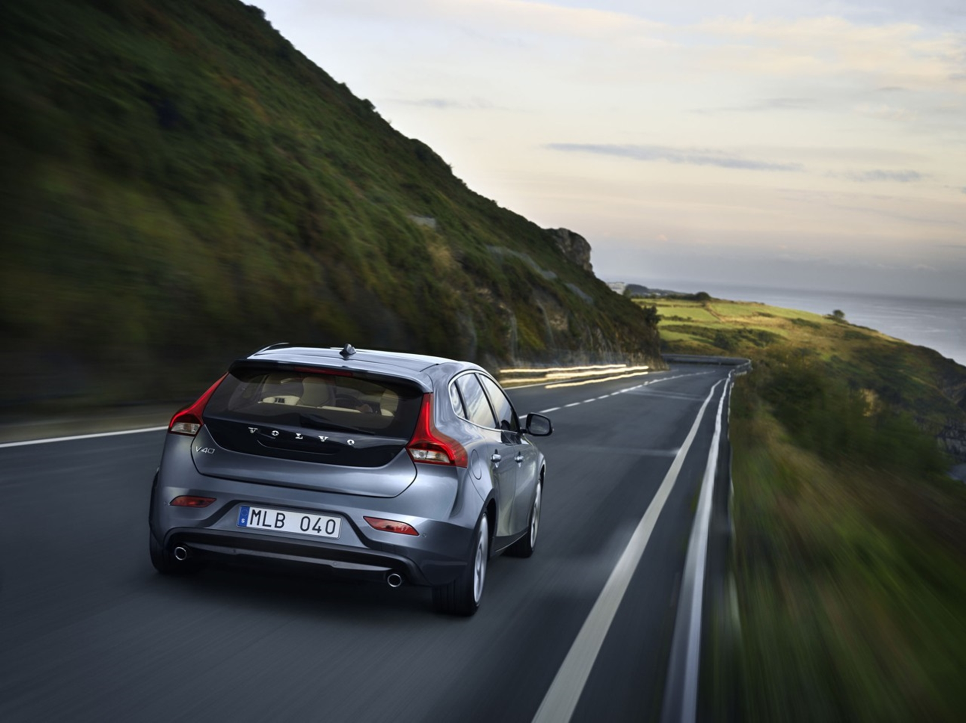 Volvo V40 prices