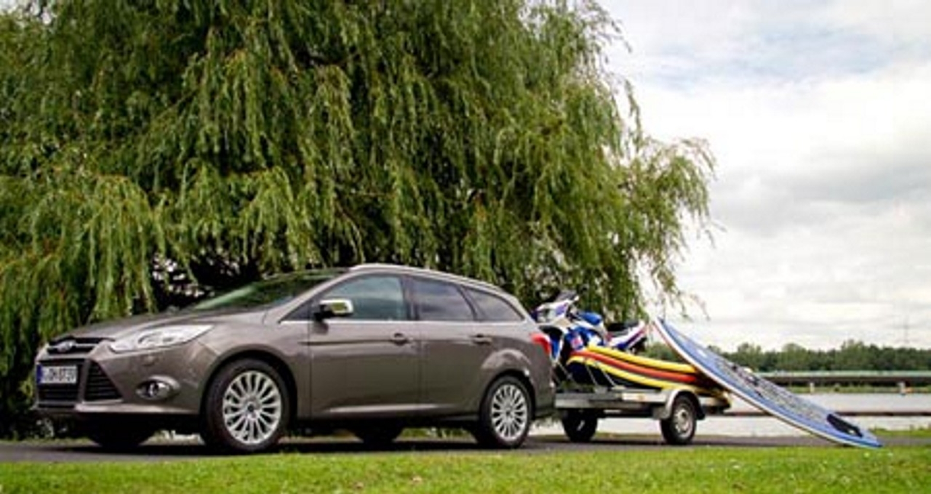First-in-class Ford Focus Electric Retractable Tow ...
