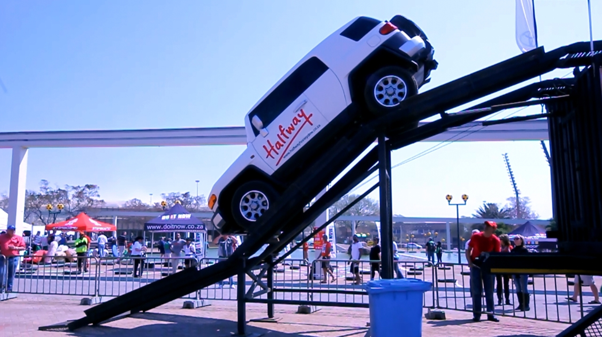 Halfway Toyota 4x4 Off Road Fj Cruiser Video Amid Motorcycle Show 2012