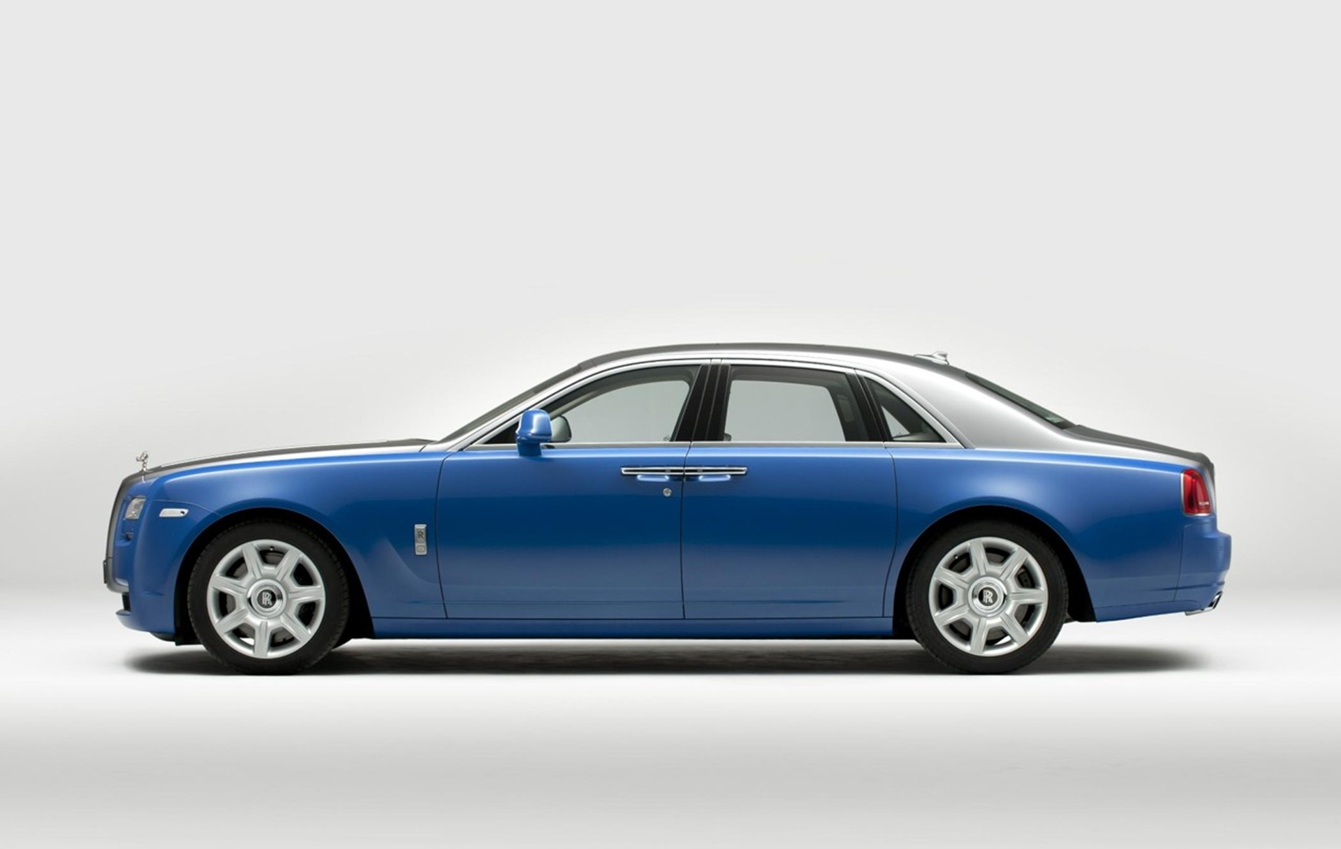 Rolls royce unveils art deco inspired cars at paris motor show for Rolls royce motor cars