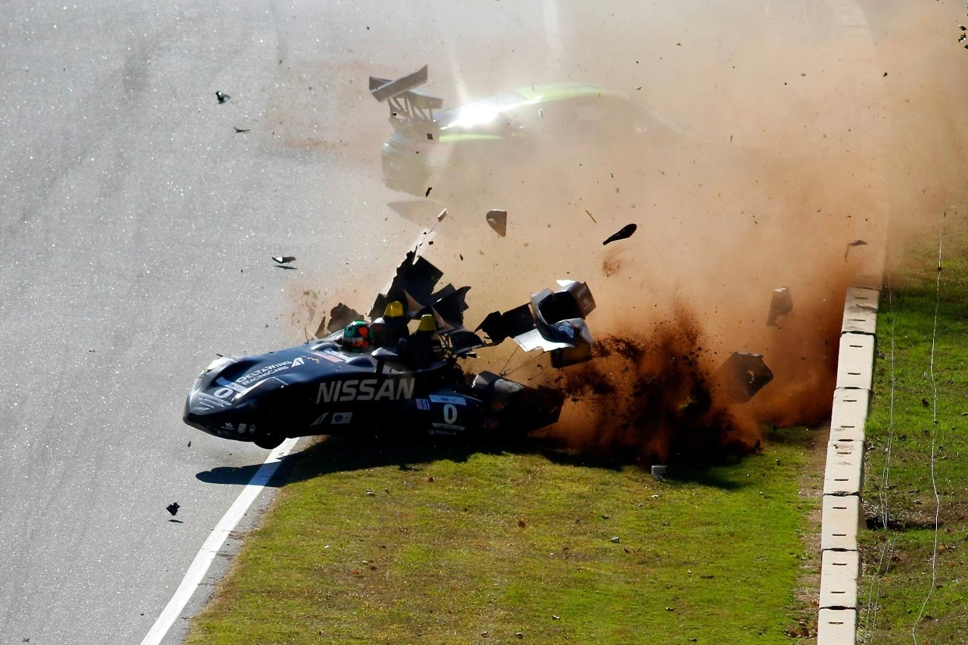 Nissan Deltawing Porche Crash