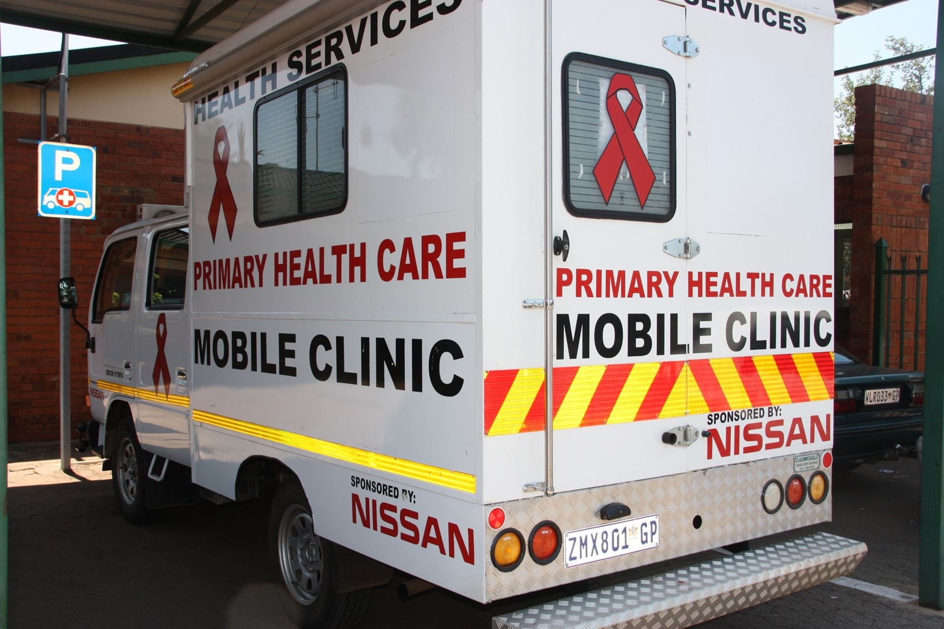 Nissan Presents Portable Gazebos To The Rosslyn Clinic