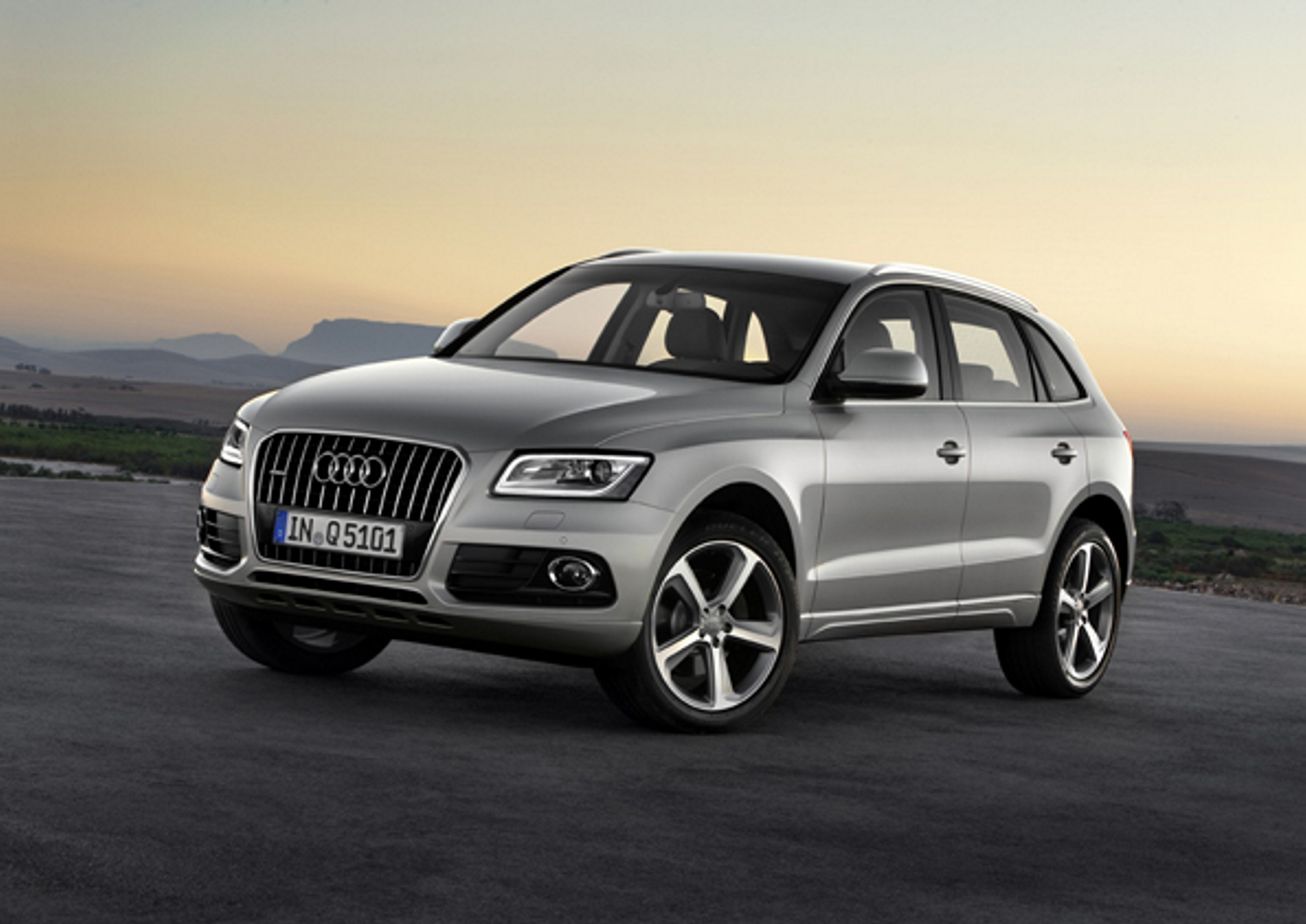 the new audi q5 audi q5 now in south africa. Black Bedroom Furniture Sets. Home Design Ideas
