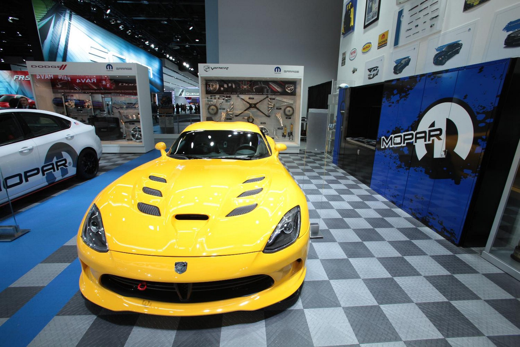 Chicago Auto Show: Mopar Performance Parts