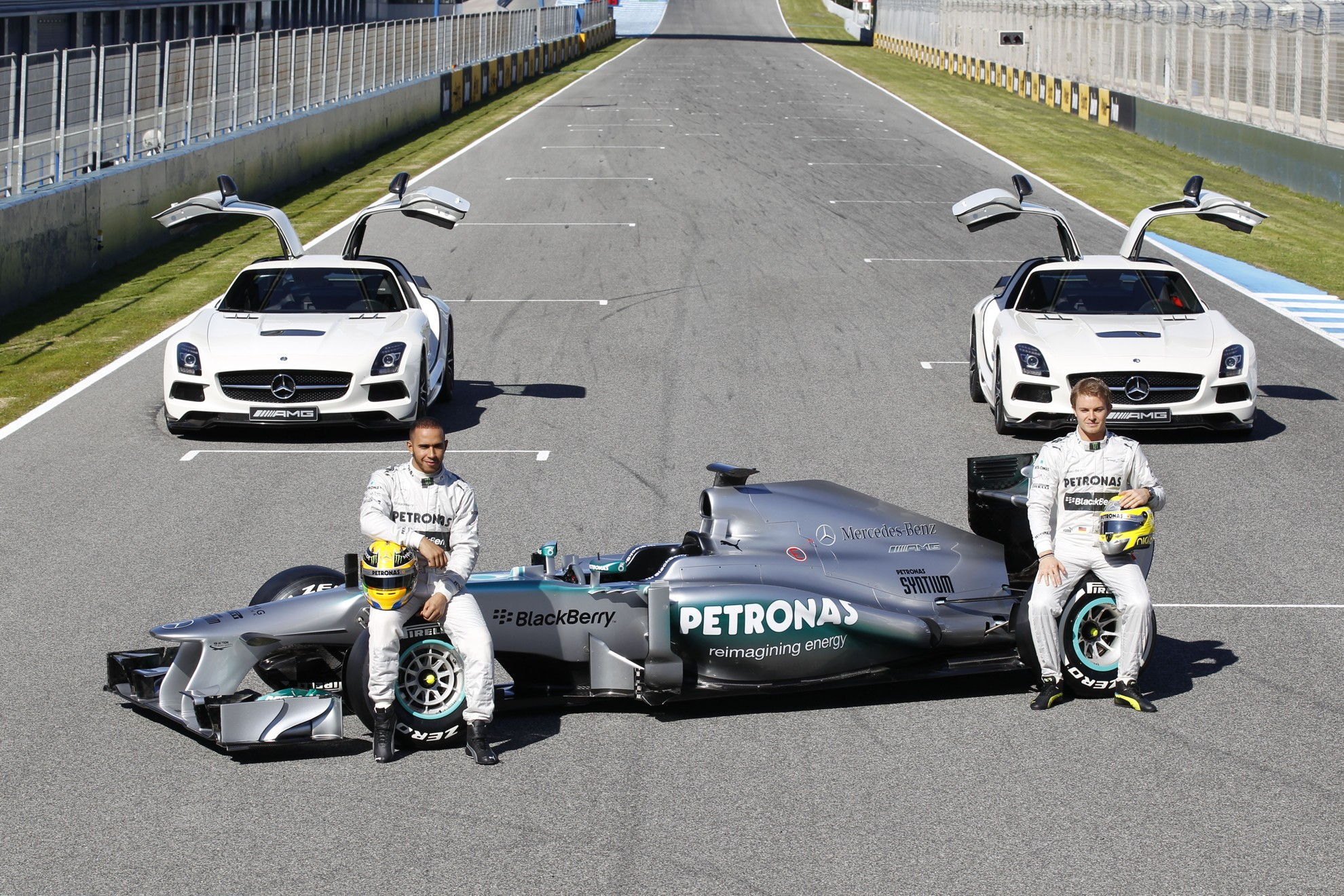 Silver arrow in jerez mercedes benz amg petronas for Mercedes benz race