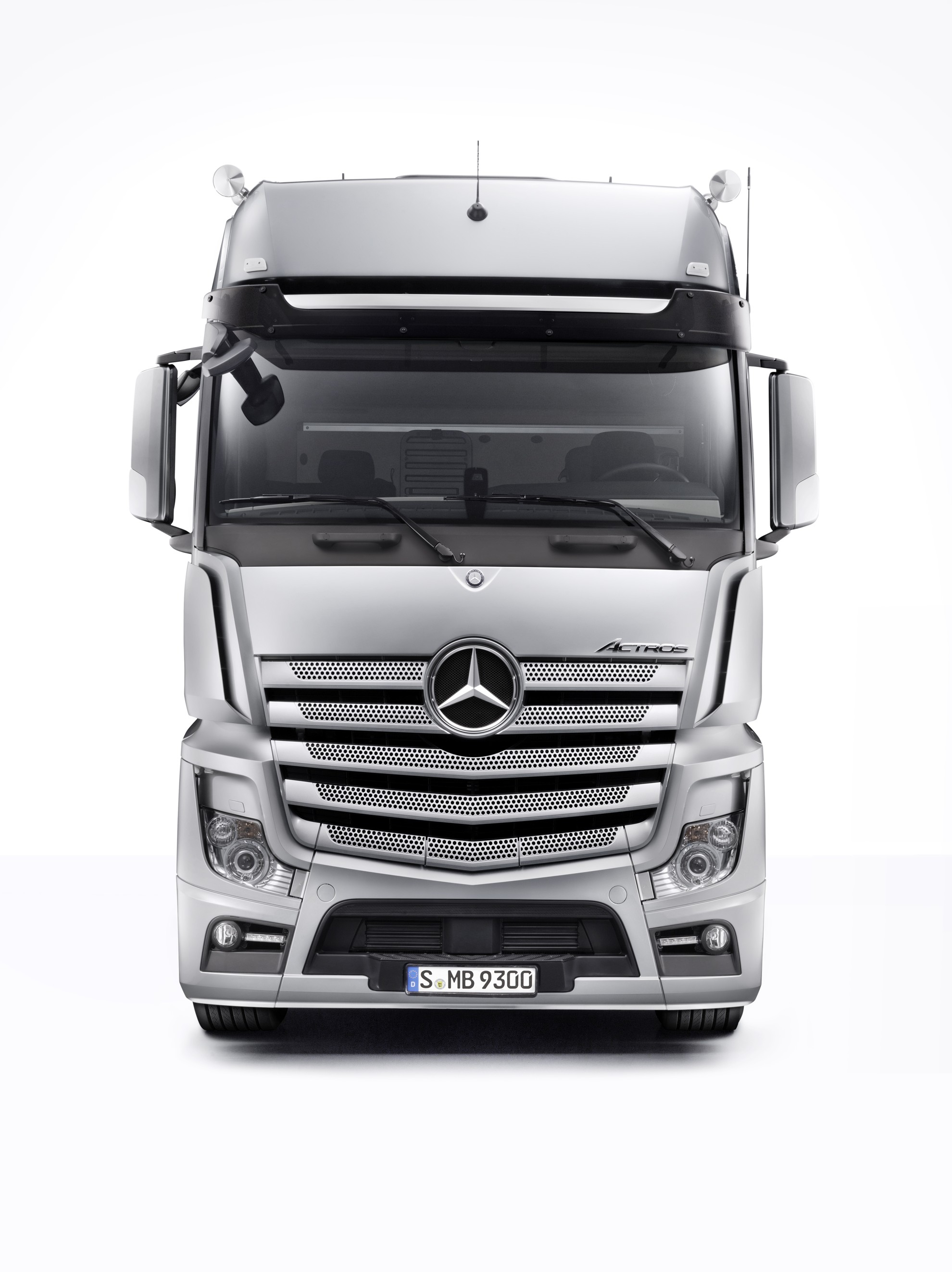 Mercedes Benz Actros Wins International Design Award Once