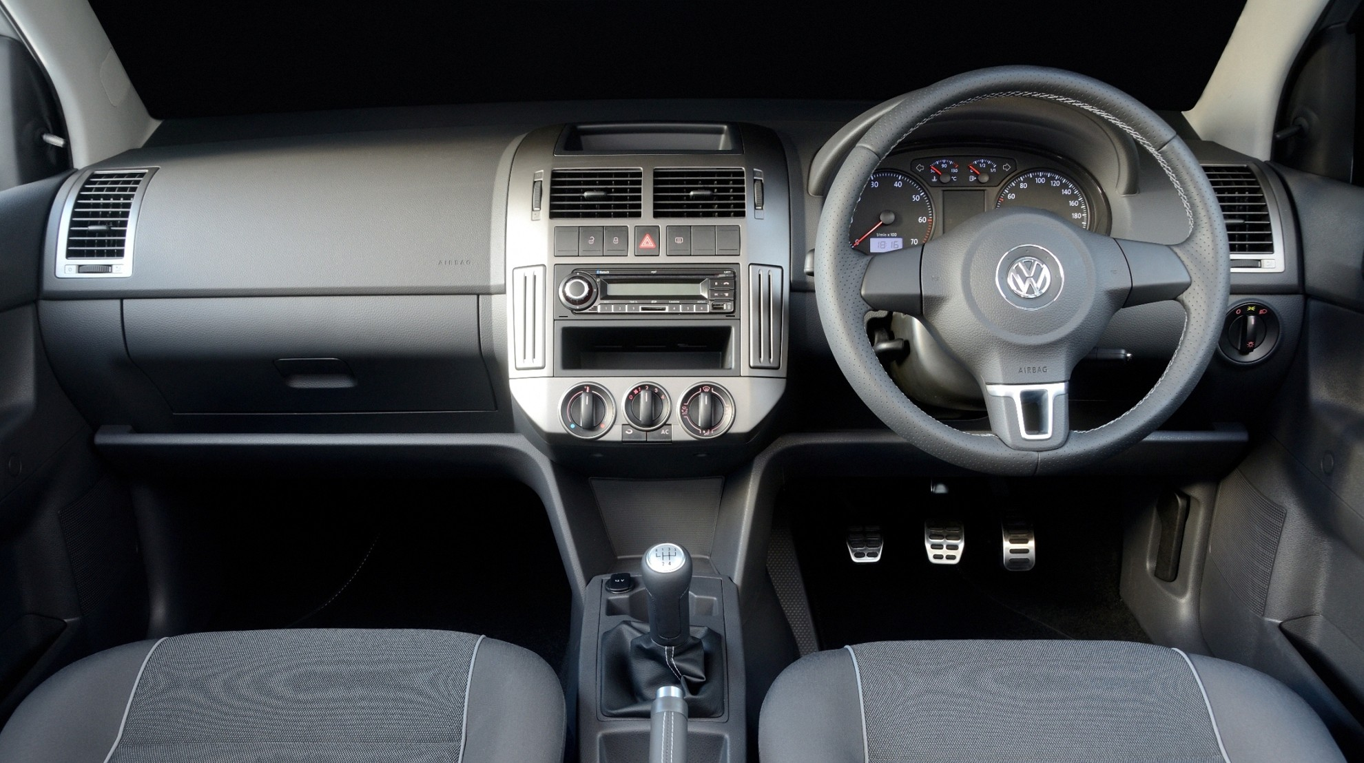 New model volkswagen polo revealed car blog india autos post for Interior volkswagen polo